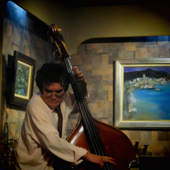 Plays Jazz Standerds - 14.jpg