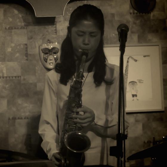 Plays Jazz Standerds - 17.jpg