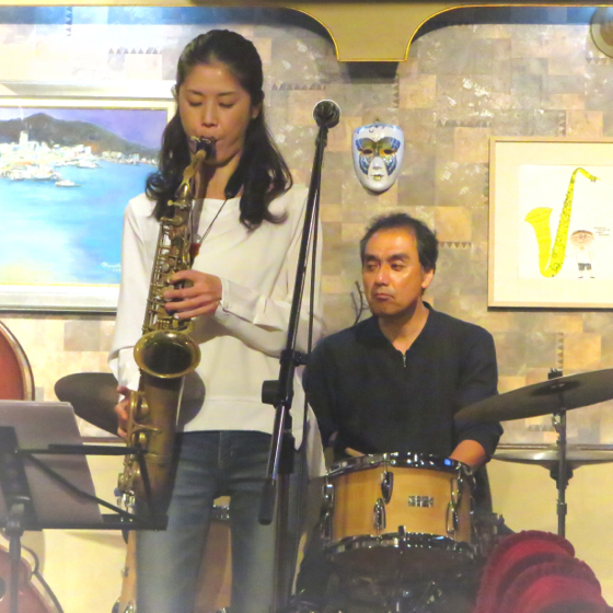 Plays Jazz Standerds - 19.jpg
