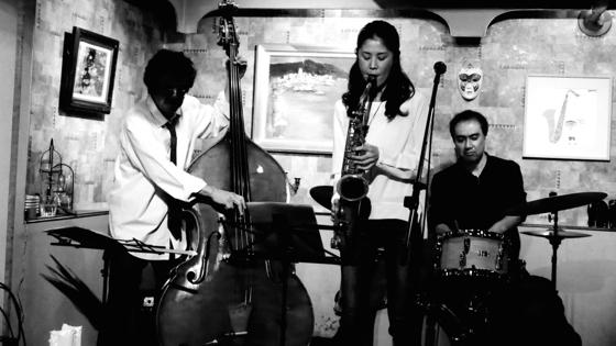 Plays Jazz Standerds - 22.jpg