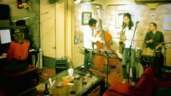 Plays Jazz Standerds - 23.jpg