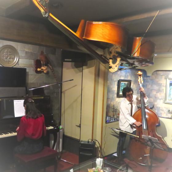 Plays Jazz Standerds - 24.jpg